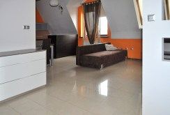 luksusowy salon w ekskluzywnym apartamencie do wynajmu w Częstochowie