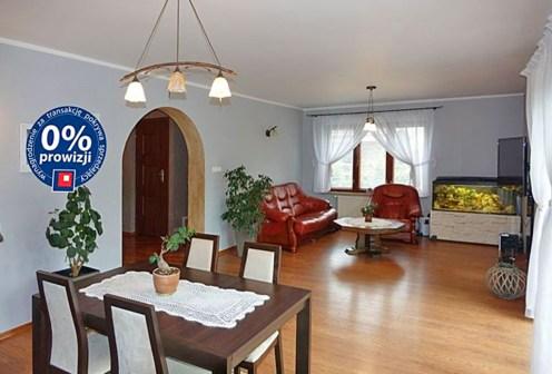 komfortowy salon w luksusowej willi na sprzedaż w okolicach Grudziądza