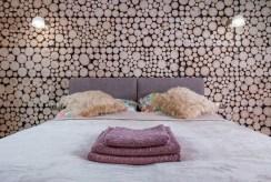 elegancka, intymna sypialnia w ekskluzywnym apartamencie w Krakowie na sprzedaż