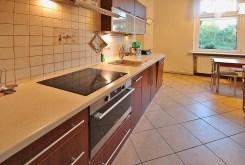 nowocześnie urządzona kuchnia w luksusowym apartamencie w Szczecinie na sprzedaż