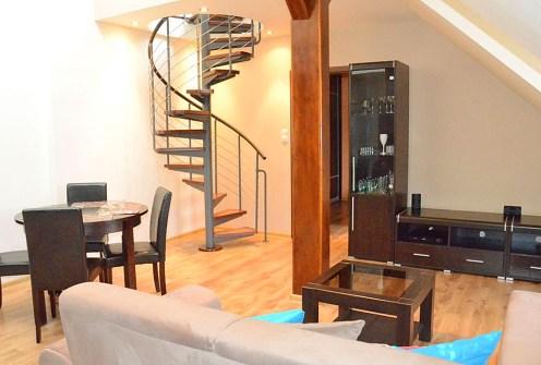 nowoczesny, 2-poziomowy salon w ekskluzywnym apartamencie do wynajęcia w Katowicach