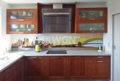 komfortowo urządzona kuchnia w luksusowym apartamencie do wynajmu w Katowicach