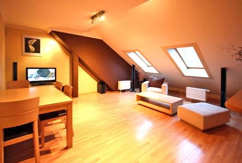 komfortowy salon w ekskluzywnym apartamencie do wynajęcia w Szczecinie