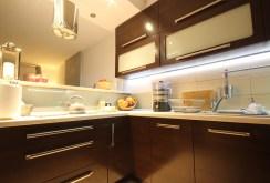 urządzona i umeblowana kuchnia w luksusowym apartamencie do sprzedaży w Szczecinie