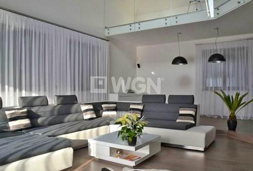 nowoczesny salon w ekskluzywnej willi do sprzedaży w Olkuszu