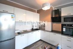 na zdjęciu umeblowana kuchnia w luksusowym apartamencie do wynajmu w Szczecinie