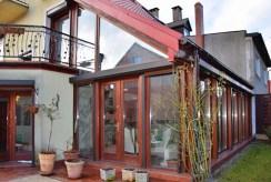 widok od strony ogrodu na luksusową willę do sprzedaży w Słupsku