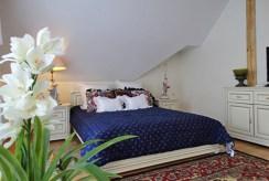 elegancka, intymna sypialnia znajdująca się w luksusowej willi w okolicach Słupska na sprzedaż