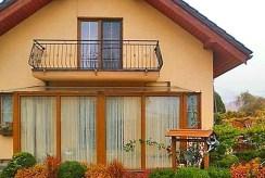 widok od strony tarasu na luksusową willę w okolicy Bielska-Białej na sprzedaż