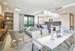 widok na jadalnię w luksusowym apartamencie w Hiszpanii na sprzedaż