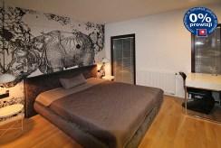 elegancka sypialnia w luksusowym apartamencie w Krakowie na sprzedaż