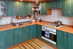 na zdjęciu umeblowana kuchnia w luksusowym apartamencie w Piotrkowie Trybunalskim na sprzedaż