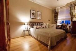 na zdjęciu zaciszna, elegancka sypialnia w luksusowym apartamencie w Szczecinie na sprzedaż