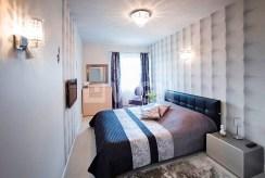 na zdjęciu intymna, prywatna sypialnia w luksusowym apartamencie w Szczecinie na sprzedaż