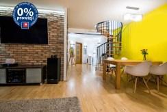 widok od strony salonu na przedpokój i rozkład pomieszczeń w luksusowym apartamencie do sprzedaży w okolicach Katowic