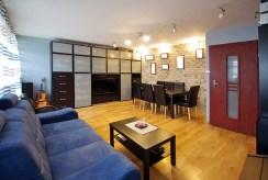 stylowo wykończony salon w luksusowym apartamencie do sprzedaży w okolicach Legnicy