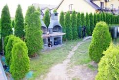 zagospodarowana, ładna działka z miejscem na grill wokół luksusowej willi w okolicach Szczecina na sprzedaż