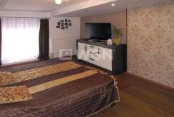widok na stylową sypialnię w luksusowej willi w Częstochowie na sprzedaż