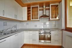 stylowo umeblowana kuchnia w luksusowym apartamencie do wynajmu w Szczecinie