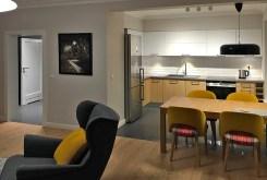 widok na aneks kuchenny w luksusowym apartamencie do wynajmu w Szczecinie