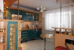 stylowo umeblowana kuchnia w luksusowej willi w Częstochowie na sprzedaż