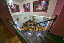 widok z góry na salon w luksusowej willi w okolicach Legnicy na sprzedaż