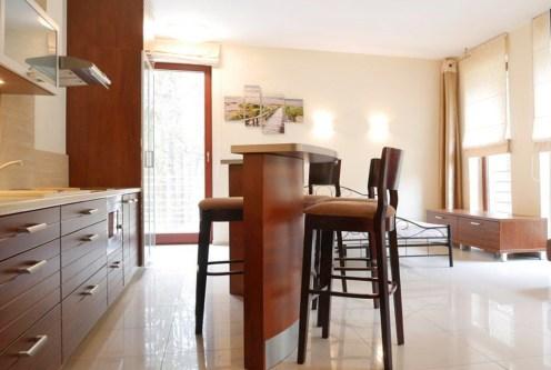 nowoczesne wnętrze ekskluzywnego apartamentu do sprzedaży nad morzem