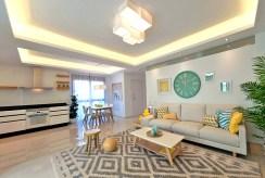 widok na salon luksusowego apartamentu w Hiszpanii na sprzedaż