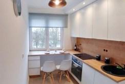 widok na umeblowaną kuchnię w luksusowym apartamencie do sprzedaży w Szczecinie