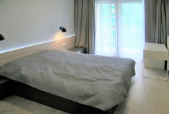 przytulna, zaciszna sypialnia w luksusowym apartamencie w Krakowie na wynajem