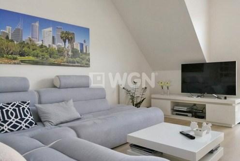 umeblowany w wysokim standardzie salon w ekskluzywnym apartamencie do wynajęcia w okolicach Szczecina