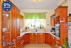 umeblowana i urządzona kuchnia w luksusowej willi w Bolesławcu na sprzedaż