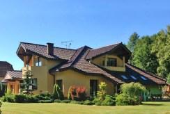 widok od strony ogrodu na luksusową willę w Częstochowie na sprzedaż