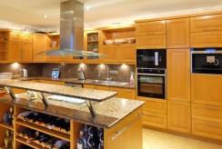 stylowa kuchnia w luksusowej willi do sprzedaży w okolicach Świnoujścia