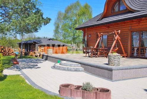 widok od strony ogrodu na ekskluzywną willę do sprzedaży w okolicach Częstochowy