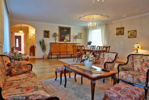 salon w stylu klastycznym w ekskluzywnej willi do sprzedaży we Wrocławiu