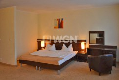 zaciszna, prywatna sypialnia w luksusowym apartamencie nad morzem na sprzedaż
