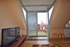 widok na salon i taras przy ekskluzywnym apartamencie do sprzedaży w Białymstoku