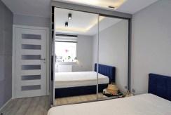 zdjęcie przedstawia prywatną, zaciszną sypialnię w luksusowym apartamencie w Krakowie na sprzedaż