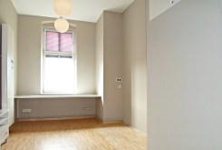 jedno z komfortowych pomieszczeń w ekskluzywnym apartamencie w Legnicy na sprzedaż
