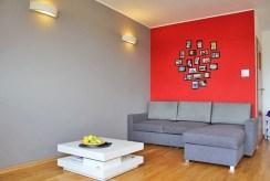 fragment jednego z komfortowo urządzonych pokoi w luksusowym apartamencie w Szczecinie na sprzedaż