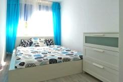 zaciszna i elegancka sypialnia w ekskluzywnym apartamencie we Wrocławiu na sprzedaż