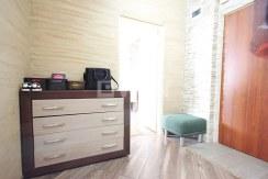 widok na elegancki przedpokój w luksusowym apartamencie do wynajmu w Szczecinie