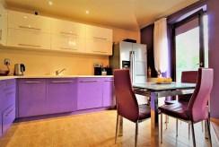 widok na komfortową kuchnię w luksusowym apartamencie do sprzedaży w okolicach Krakowa