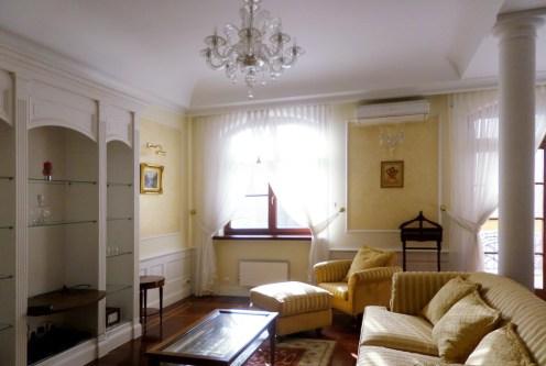 wytworne wnętrze ekskluzywnego salonu w luksusowym apartamencie do sprzedaży we Wrocławiu