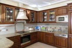 stylowo umeblowana kuchnia w luksusowym apartamencie we Wrocławiu na sprzedaż