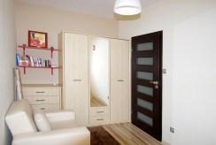 na zdjęciu jeden z prestiżowych pokoi w luksusowym apartamencie w okolicach Legnicy na wynajem