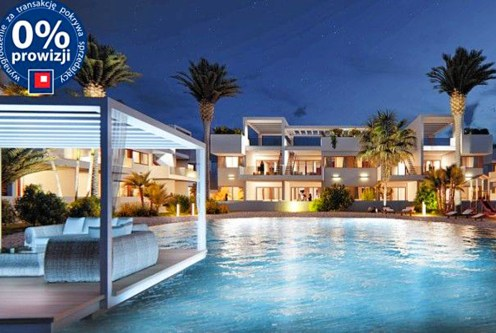 widok od strony basenu na ekskluzywną willą do sprzedaży w Hiszpanii