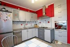 komfortowo umeblowana i urządzona kuchnia w luksusowej willi do sprzedaży w Szczecinie