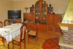 na zdjęciu komfortowy salon w ekskluzywnej willi do sprzedaży w okolicach Bolesławca